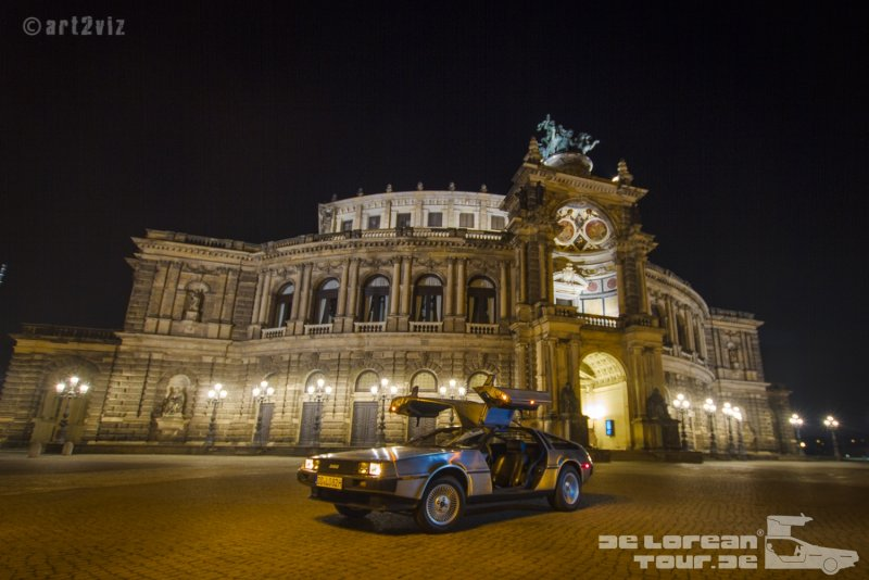 Semperoper mit Delorean in Dresden DMC 12 mieten