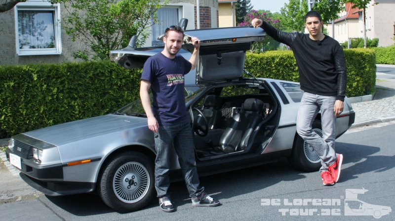 Andreas Bourani am Delorean DMC 12 Zeitmaschine