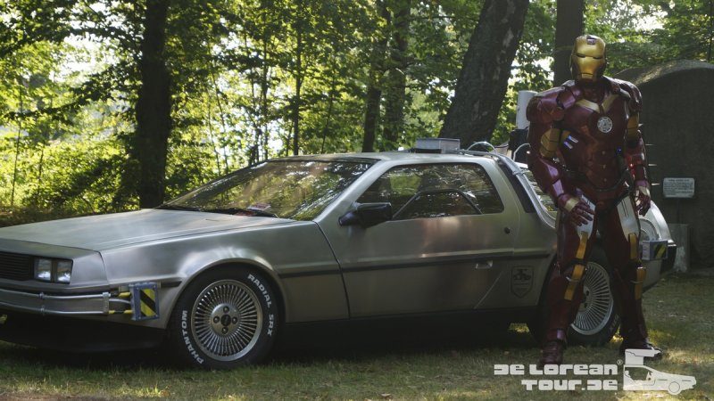 Delorean Zeitmaschine und IRON Man Marvel Held