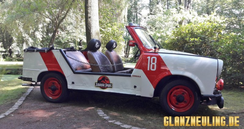 Jurassic World auto offen